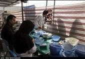 زلزله کرمانشاه| توزیع رایگان دارو بین زلزلهزدگان توسط سپاه + فیلم