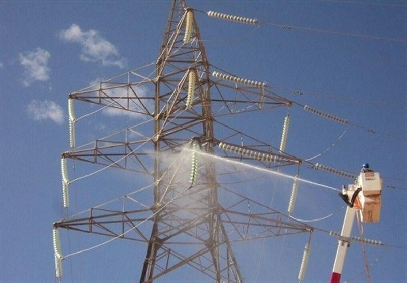 انجام بزرگترین عملیات شستشو و اورهال شبکه توزیع کشور/نصف شبکه برق اهواز از آلودگی پاک شد