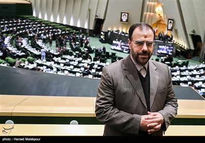 حسینعلی امیری معاون پارلمانی رئیس جمهور در صحن علنی مجلس شورای اسلامی