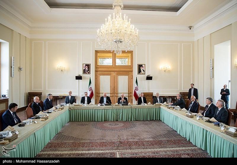 Iranian FM, CIS Envoys Discuss Bilateral Ties