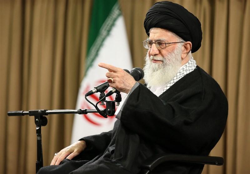 الامام الخامنئی: لاتظهروا الضعف فی دفع العدو وأظهروا نقاط قوتکم