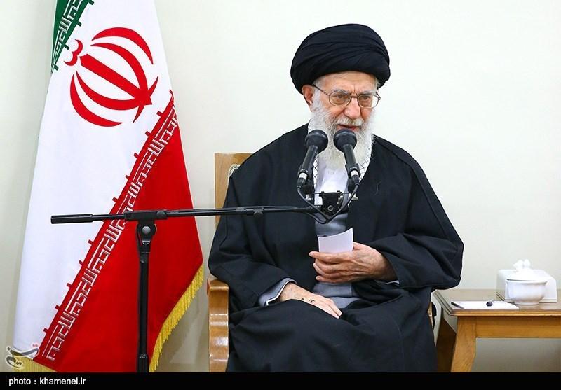 الإمام الخامنئی: المناصب الإداریة نعمة إلهیة، ینبغی الحذر من تبدیلها إلى کفر