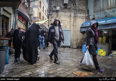 الشراء لعید النوروز فی الطقس الماطر