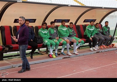 دیدار تیم های فوتبال ماشینسازی و صنعت نفت آبادان