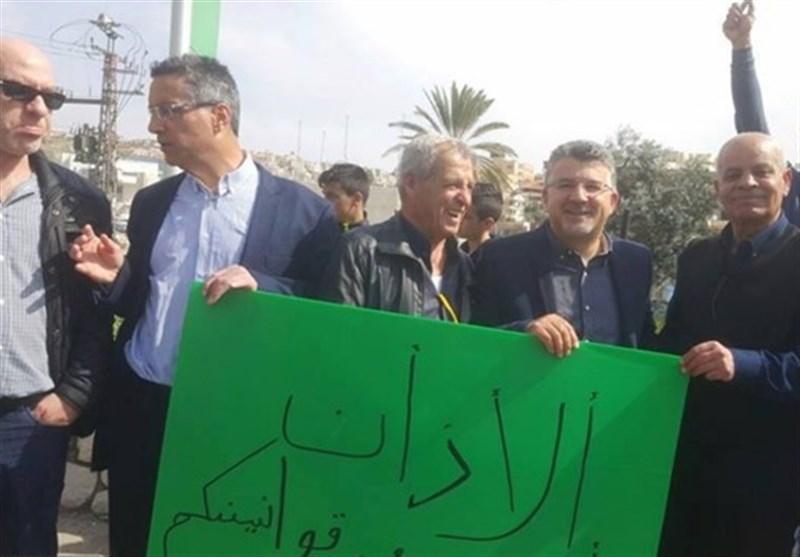 عشرات الفلسطینیین فی أم الفحم یحتجون ضد قانون منع الأذان