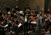 وقتی بانوان ارکستر ملی «گُلوَنی» به سر میکنند / «زندگی» هدیهی شهبازیان و افتخاری برای مردمان لرستان