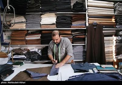 با نزدیک شدن به نوروز، خریدهای عیدانه روحانیون و طلبه های حوزه علمیه مانند دیگر مردم شهر رونق می گیرد