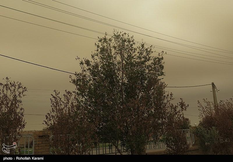 ریزگردها استان مرکزی را فرا گرفتند/ دید افقی اراک به کمتر از 5 هزار متر رسید