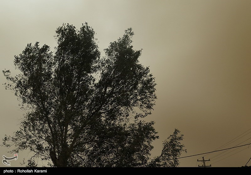 هجوم ریزگردها و غبارشدید به آسمان دهلران