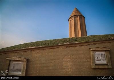 التسوق في اطراف برج قابوس في محافظة كلستان