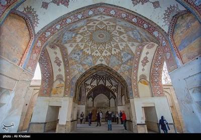 ایران کے شہر کاشان کا دلفریب فین باغ