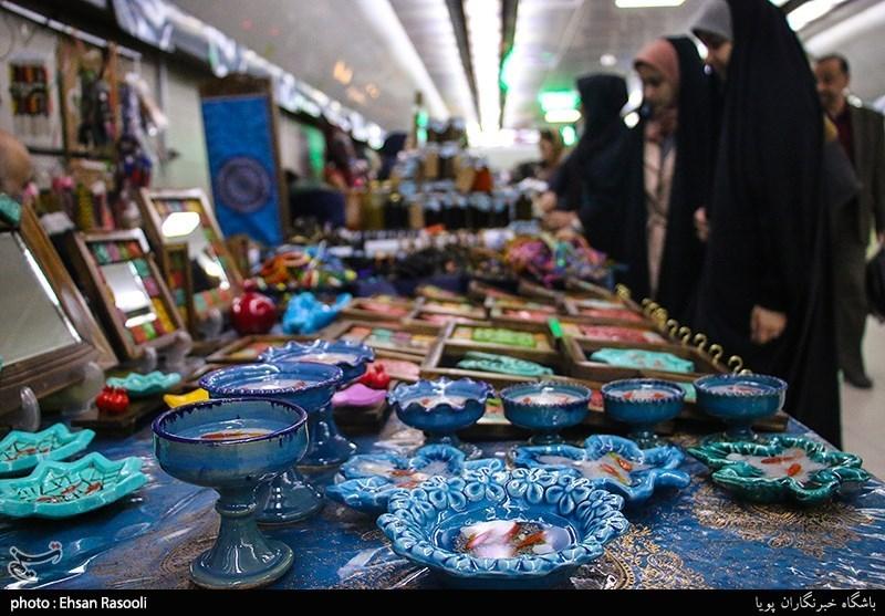 صنایع دستی و غذاهای سنتی استان قم در نمایشگاهها و بازارچههای نوروزی عرضه میشود