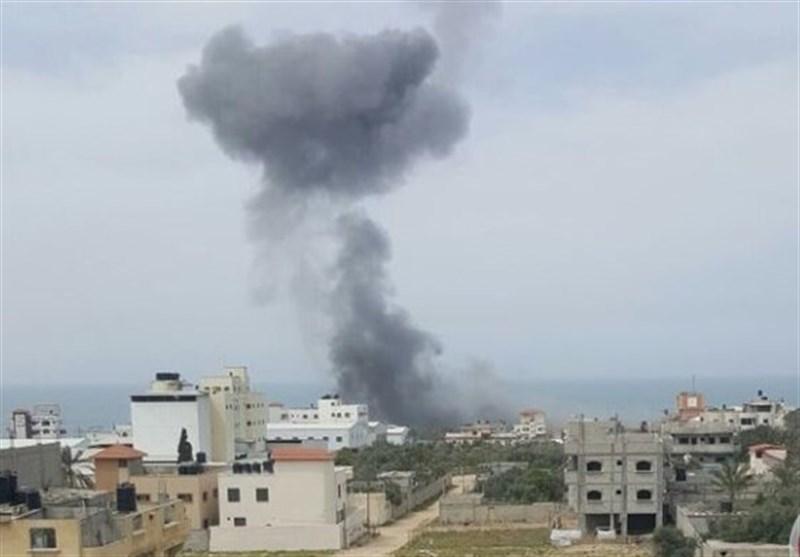 الطیران الصهیونی یقصف موقعا للمقاومة شمال غزة