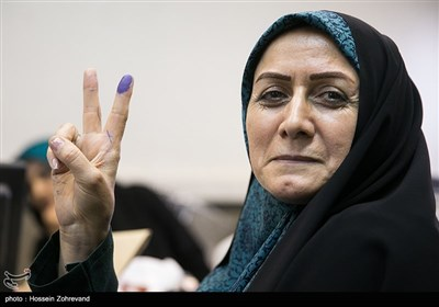 شهربانو امانی در اولین روز ثبتنام انتخابات شورای شهر تهران