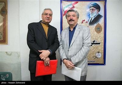 از راست:غلامرضا انصاری و ابراهیم اصغرزاده در اولین روز ثبتنام انتخابات شورای شهر تهران