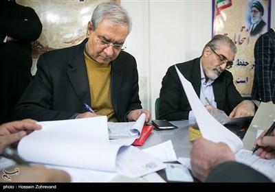 ابراهیم اصغرزاده در اولین روز ثبتنام انتخابات شورای شهر تهران