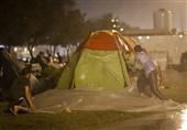غافلگیری مهمانان نوروزی در باران بهاری استان هرمزگان/هجوم مسافران به مدارس و سالنهای ورزشی
