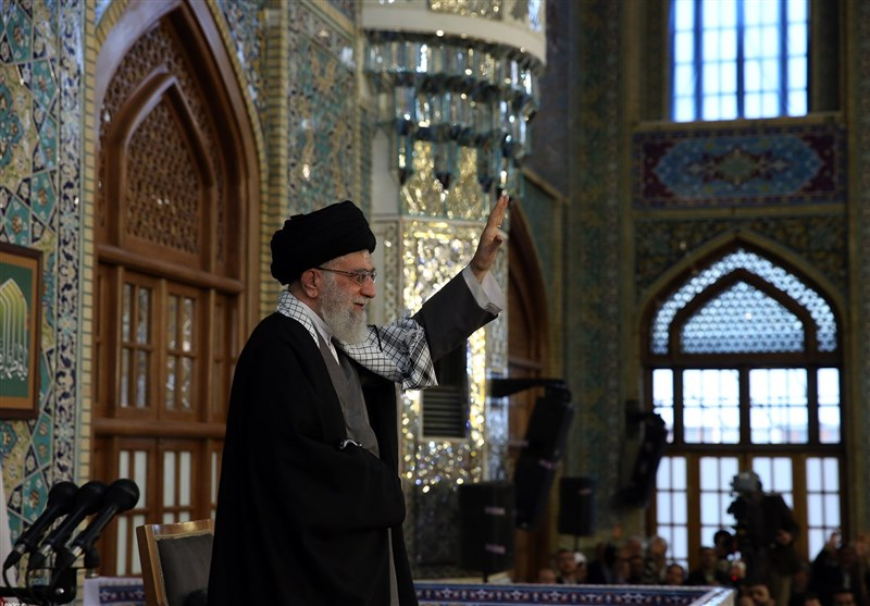 """الإمام الخامنئی: نزعة الشعب الایرانی """"ثوریة ودینیة"""" والعام الجدید سیکون هاما"""