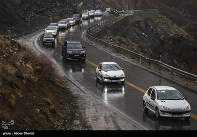 برف و باران در جاده های 7 استان/ چالوس یکطرفه می شود
