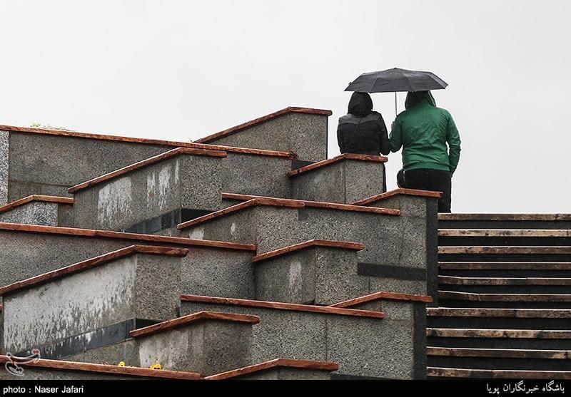 هوای بارانی خیابان ولیعصر