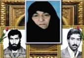 پیکر مادر شهیدان کرمی در کرمان تشییع شد