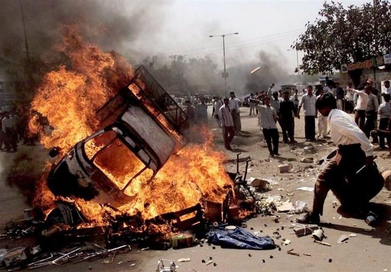 بھارتی گجرات میں ہندو مسلم فسادات پھوٹ پڑے؛ ایک طالب علم ہلاک 14 افراد زخمی