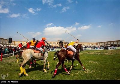 مسابقات غولف رمزية في ساحة نقش جهان بإصفهان