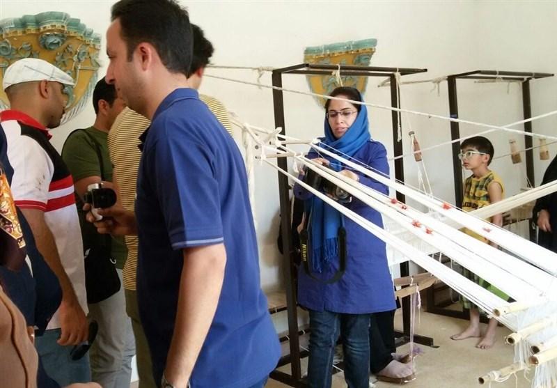 استقبال گردشگران نوروزی از کارگاههای پارچه بافی سنتی بیرجند