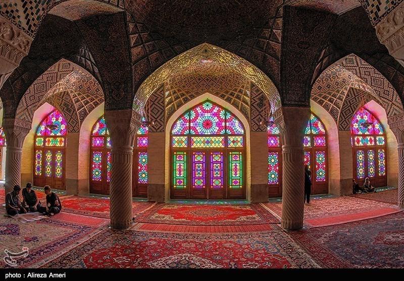 شعر و ادب کی سرزمین شیراز میں واقع نصیرالملک مسجد کا سحرانگیز فن تعمیر