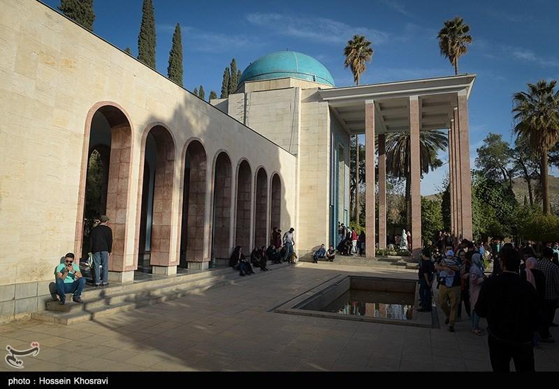 مسافران نوروزی در حافظیه شیراز