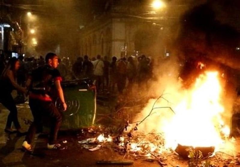 پیراگوئے: مشتعل مظاہرین نے توڑ پھوڑ کے بعد پارلیمان نذر آتش کر دی + تصاویر
