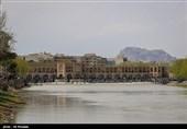 استاندار اصفهان: با اجرای 52کیلومتر لولهگذاری، جریان آب در زایندهرود برقرار میشود