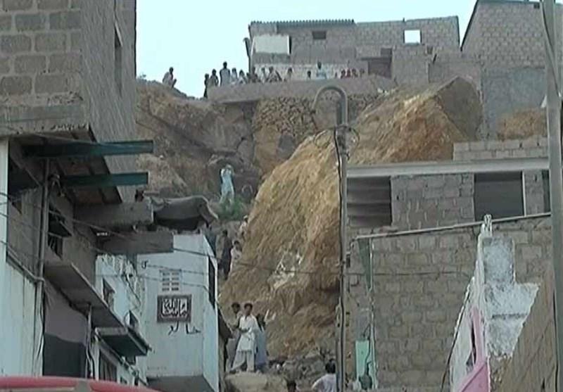 کراچی: سوئے ہوئے خاندان پر مٹی کا تودہ موت بن کر گرا، 5 ہلاک + تصاویر