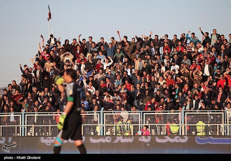 دیدار تیم های گسترش فولاد و استقلال تهران