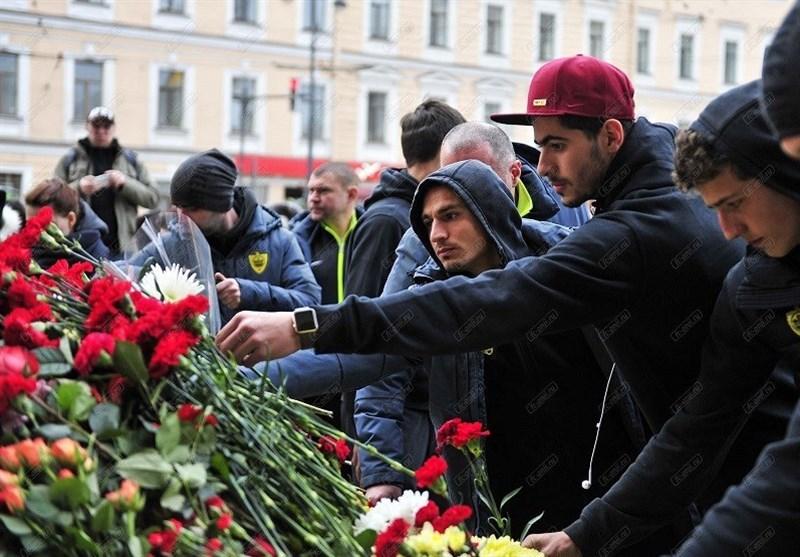 عزتاللهی در محل یادمان قربانیان انفجارهای تروریستی متروی سنپترزبورگ + تصاویر