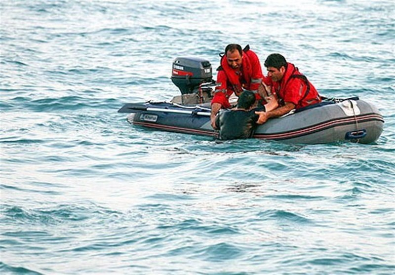 نجات جان 5 صیاد گرفتار در آبهای دریای عمان