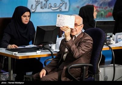 ثبتنام حسن سبحانی در دوازدهمین دوره انتخابات ریاست جمهوری