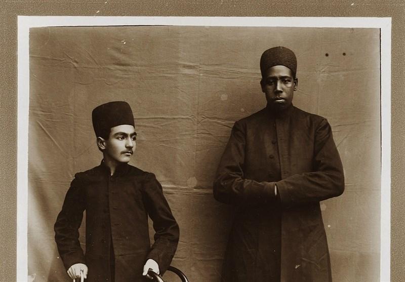قاب تاریخ/ شاهزاده قاجاری در کنار برده آفریقایی