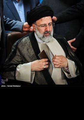 آیت اللہ سید ابراہیم رئیسی کی الیکشن دفتر میں رجسٹریشن کیلئے آمد
