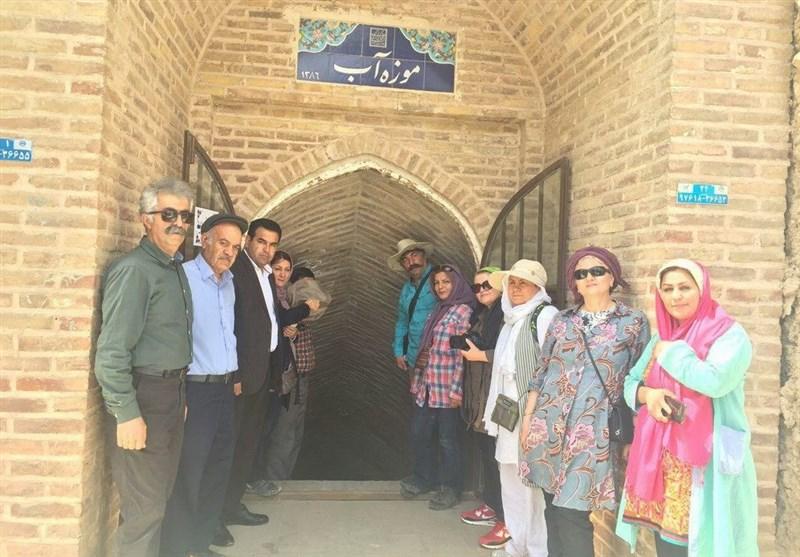 گردشگران تهرانی از آثار تاریخی و طبیعی قاینات بازدید کردند