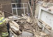 محبوس شدن 2 کارگر در زیر آوار ساختمانی در تهراننو + تصاویر