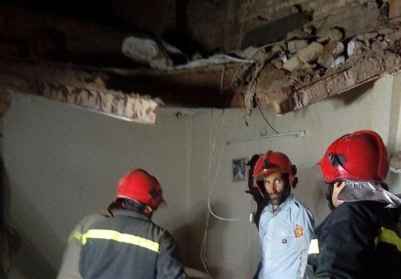 سقف ساختمانی در پاکدشت به دلیل ساخت غیراصولی ریزش کرد