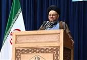 امام جمعه موقت اصفهان: شعار انقلاب منهای روحانیت به خواست استکبار مطرح میشود