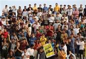 بوشهر| حاشیه دیدار پارس جنوبی - فولاد|درگیری لفظی بین هواداران 2 تیم و اعتراض تماشاگران پارس به لک