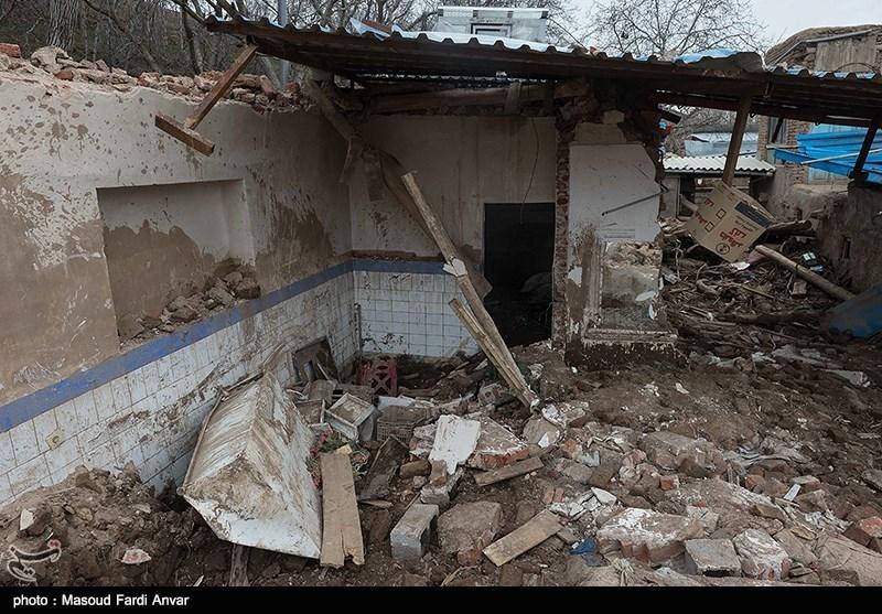 """مردم روستای سیلزده """"چنار"""" عجبشیر به خانههای خود بازگشتند"""