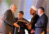 تجلیل از خانواده شهدای مدافع حرم در مسابقات بینالمللی قرآن
