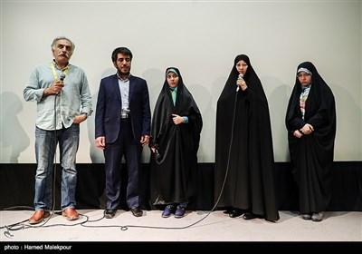 حضور خانواده یکی از شهدای مدافع حرم در مراسم آغاز به کار بخش «زیتونهای زخمی» سی و پنجمین جشنواره جهانی فیلم فجر