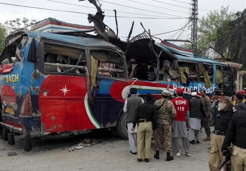 Roadside Bomb Kills over 10 People in Pakistan, Official Says