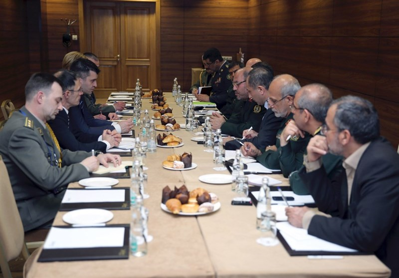 Iran Discusses Defense Ties with Serbia, Venezuela