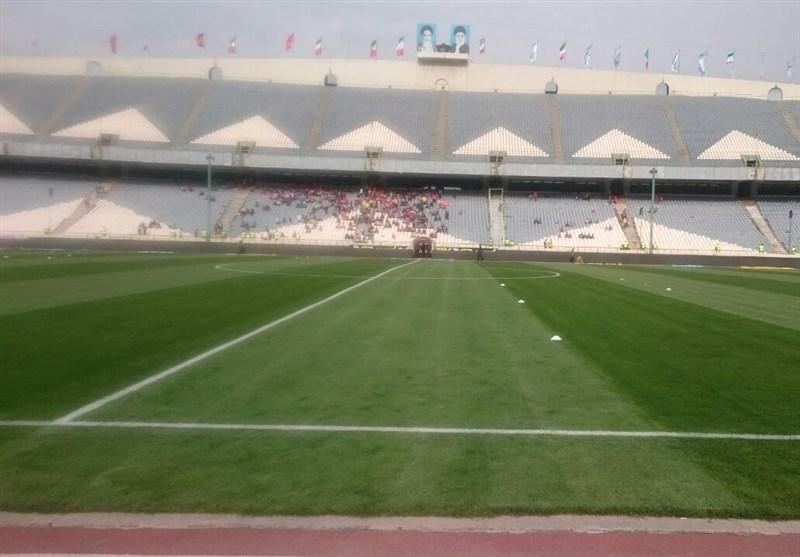 حاشیه دیدار استقلال - تراکتورسازی| تجمع هواداران تراکتورسازی مقابل ورزشگاه آزادی